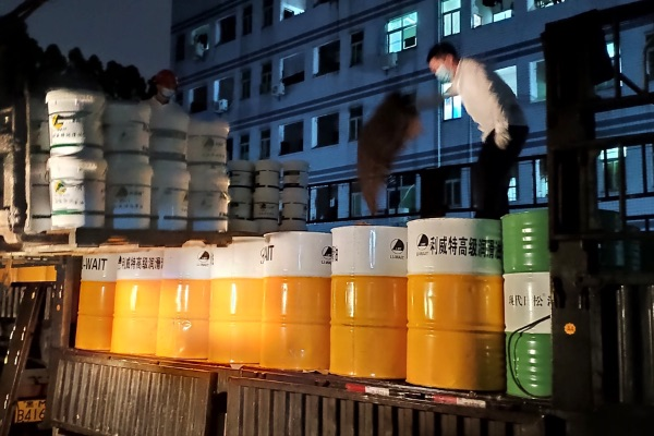 记一次雨夜4小时人力完成32吨工业润滑油的下货及入库