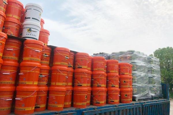 欢迎索样试用新到深圳的这一批18L装抗磨液压油